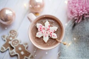 hot chocolate drink with christmas cookies